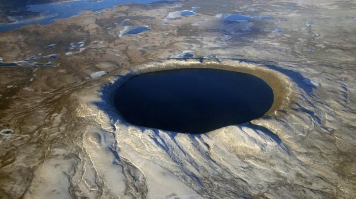Un-cratere-originato-dalla-caduta-di-un-meteorite-c-NASA-Denis-Sarrazin